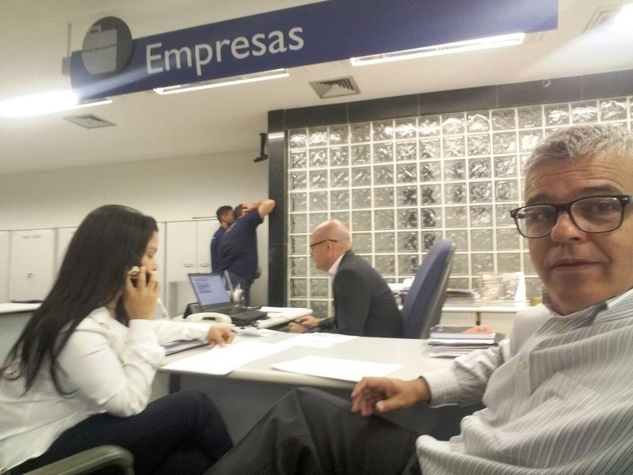 Karine Moreira em uma das reuniões com a Caixa Econômica Federal