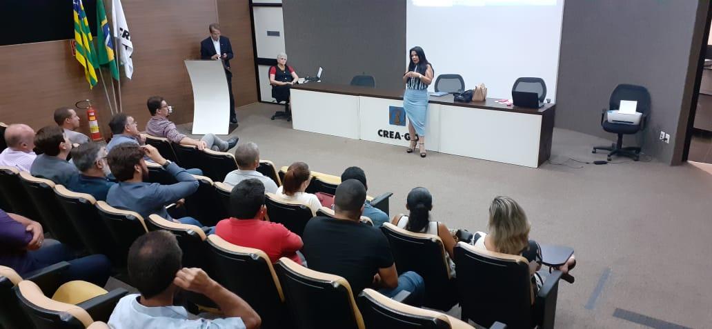 A presidente Karine Moreira falando sobre a ABAP Nacional