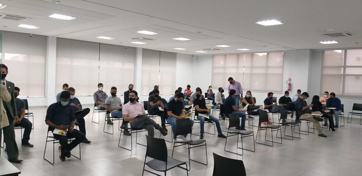 Karine Moreira participa de debate junto as demais entidades do setor de engenharia de avaliação - reunião teve uma média de 65 pessoas