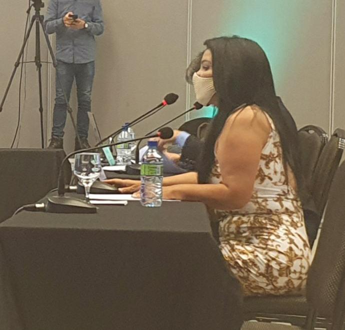 Karine Moreira falando no Encontro de líderes do Confea